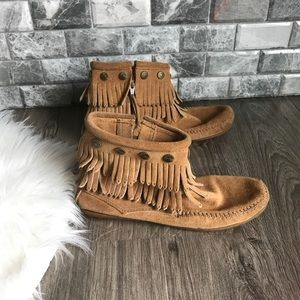 Minnetonka 697T double fringe zip moccasin boot